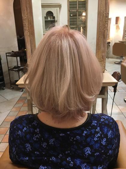 薄っすらピンク香るベージュ系ハイトーンカラー♡ 強すぎないピンクで顔映り良く見えます◎ ⁑ ※ブリーチ2回以上必須です amiebyafloat所属・森早希絵のスタイル