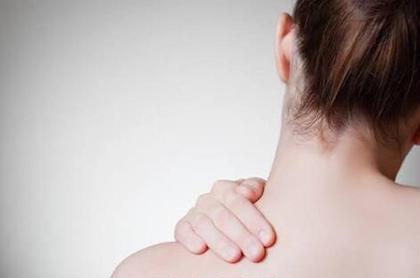 肩こりからほぐして、フェイスラインと首のリンパを流しスッキリ小顔にしていきます。効果長持ちで肩も楽に✨