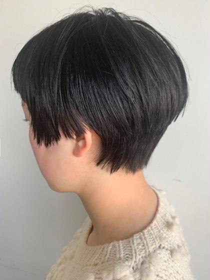 ショート サイドは短くパツンとラインを残したベリーショート💚 ちょっと個性的にしたい方にオススメです 髪質、骨格、頭の形、顔の形みてカットしております お任せください❤️