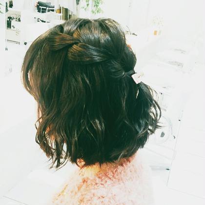 巻き髪で来ていただいたお嬢様(^^) 可愛らしいハーフアップでご来店されたのでちょこっと手を加えさせてもらい波巻きしてウォーターフォールに♪ ボブヘアーに波巻きは可愛いですね(^o^) Hair Lounge GAGA所属・GAGA耕太郎のスタイル