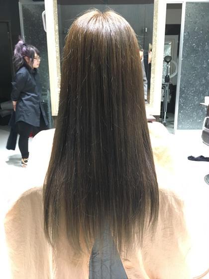 スモーキーアッシュ♡ miq hair&beauty所属・裏本ひかるのスタイル