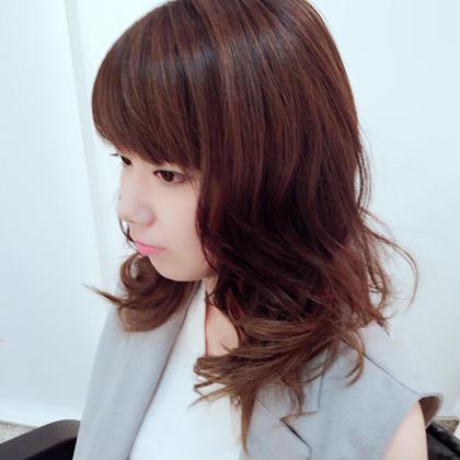 ロングのハイレイヤーも動きがでてかわいいですよ! 六本木美容室所属・須田麻希のスタイル