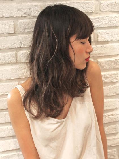 外国人ハイライト × アッシュグレージュ hairSUNDY所属・中原結のスタイル