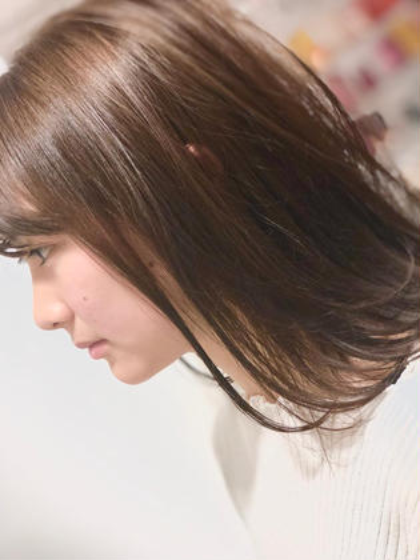 透け感ベージュ 山城洸希のセミロングのヘアスタイル