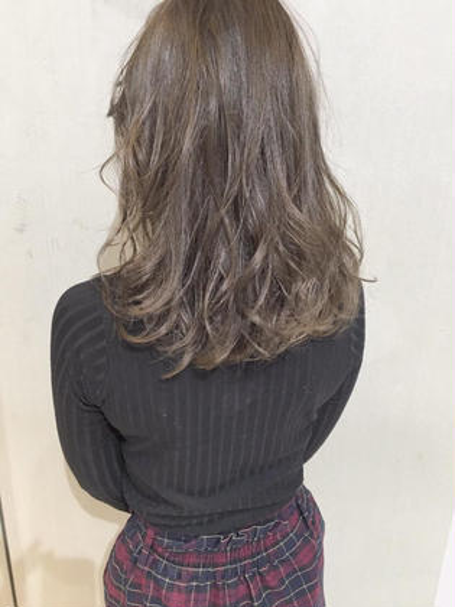 柔らかみのあるシフォンベージュ! めちゃめちゃかわいすぎます(^o^) 鈴木里美のセミロングのヘアスタイル