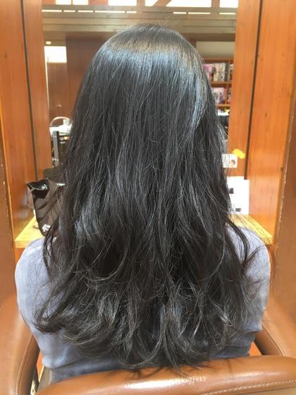 ロング . . ふんわりパーマ風巻き髪の ローレイヤースタイル