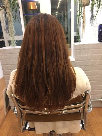 1枚目です❕  ダブルカラーをする前の状態です❗️  今回のモデルさんは赤みが強く、髪のダメージが気になっていて、髪が細く量も少ない方です!  モデルさんの希望色は、暗くなりすぎずブリーチなどハイトーンのカラー剤を使わずアッシュやグレージュ系にしたいそうです! visionaoyama所属・KENTA*のスタイル