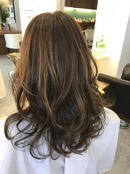 ハイライトとローライト hair design sCene本店所属・前田優のスタイル