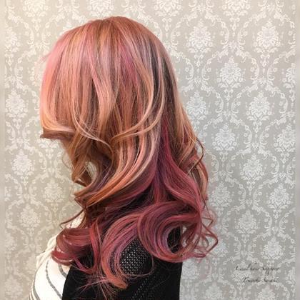 3ブリーチ〜以上で土台をしっかり作った上で、ピンク系3色で仕上げてます。 セシルヘアー札幌店所属・ササキトモシのスタイル