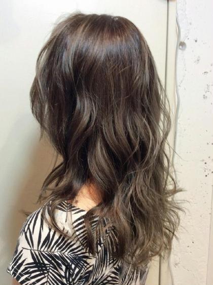 ブリーチカラーでハイライトとローライトメッシュをふんだんに♥ hair&make bis所属・野中小友美のスタイル