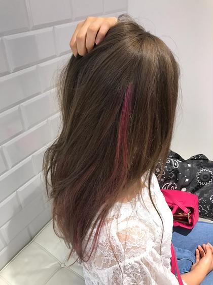 カラー ロング アッシュ系にポイントでピンクのハイライト