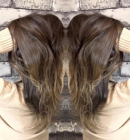セミロング 外国人風カラー×バレイヤージュ ブロンド☆  髪のダメージを気にしてる方にオススメなデザインカラー☆  毛先にしかブリーチをしないので、最小限にダメージを抑えられますよ☆  日本人特有の赤みのある髪にも相性抜群☆