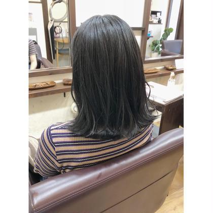 スモークグレージュにする事で暗い髪色ですが硬すぎない柔らかなスタイルにさせていただいてます🎶