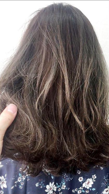 カラー ハイライトを入れながら、それ以外の髪にブルージュをオン★一度シャンプーして上から透明感のあるグレージュを!立体感ある濃厚なグレージュカラーに出来ます^ ^