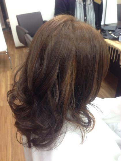 毛先の隙間から瞬間見えるカラー、インカラーをオンしてみました SOHO新都心店所属・新里豊のスタイル