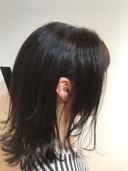 Tomo.のセミロングのヘアスタイル