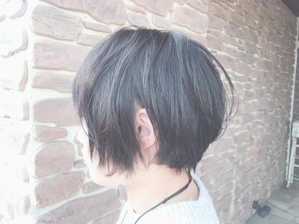 ショート パーマ ふんわか マッシュショート🌼   普通毛から軟毛の方です。 襟足スッキリでクールですが、 女の子らしい丸みをのこして カットしました✂️   パーマは、 つぶれやすいトップ、 お手入れが簡単になるように前髪にだけ かけます。 短時間・低ダメージなのでオススメですよ👌