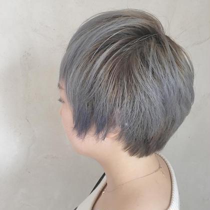 カラー ショート ミニモを見てご来店いただきましたあ♡いい感じのシルバーcolor♡ポイントで前髪とサイドにブルーcolor♡