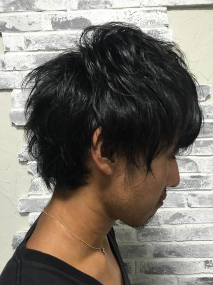 髪は切りたくないけど 量が多い 長さは残したいけど パーマかけたい なんてお悩みのメンズ!!!! かけれますよ!パーマ グリグリじゃなくくせっ毛に近いスパイラルパーマで 厚ぼったく見せないゆるふわを作っていきましょう! スタイルリングもいろんなやり方あります!! ワックス、グリース、ジェル、ムース 様々なやり方をやっていきましょう!! POSH原宿所属・田澤里帆のスタイル