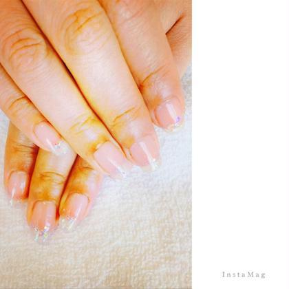ハンドシェラック♡  先端ラメグラでシンプルすぎない 万能ネイル♪ 爪が伸びてきても気にならない 優秀ネイル♪ 何にでも合わせやすいです(^O^) Ly   hair(リーヘア)所属・AKI//あおやまあきこのスタイル