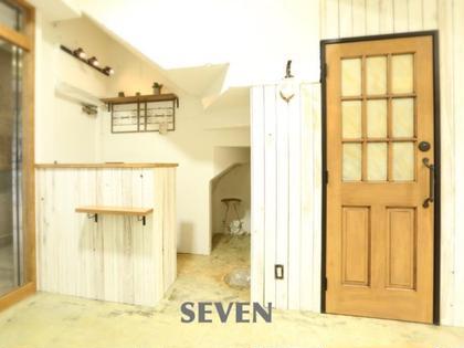 アンティークな、おしゃれな小物や、手作りの棚などこだわり、お手洗いはニューヨークをイメージし、店内とはまた違う雰囲気✨✨ SEVEN所属・SEVEN☆Minamiのスタイル