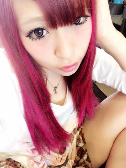 カラー ロング ビビットカラー!ピンク☆  全体カラーはヴァイオレットとアッシュを少し混ぜて、ポイントメッシュでマニパニ原色ピンクをのせしっかりとした可愛いピンクを演出♪♪  ポイントメッシュなので巻いたときも動きが出でよりピンク感を強調できます!  派手髪好きな方やイベントなどにオススメです(*^^*)