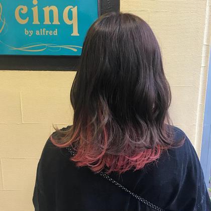 ダメージレスブリーチを使用したインナーカラー。  カラーをしながら髪に入っている栄養素全てを入れて行きます! なのでダメージレスでツヤツヤで綺麗な髪へ! cinq南堀江所属・cinq  佐々木亮のスタイル