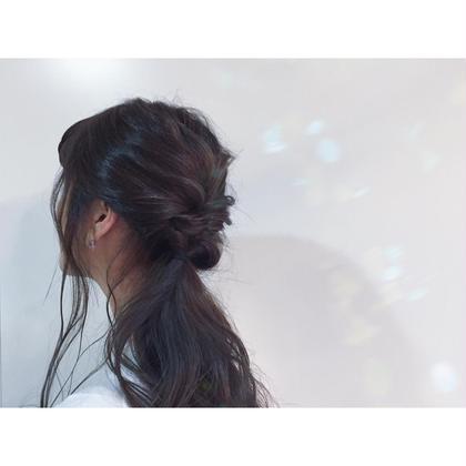 ブリーチされていた明るさを活かした涼しげでスモーキーなダークカラーへ。 Cleep所属・erikatanakaのスタイル