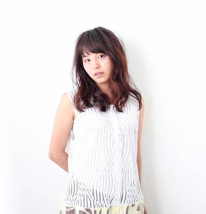 ハイライトとゆるふわミディアム♪ヘアカタ Emeli所属・浜岡佳のスタイル