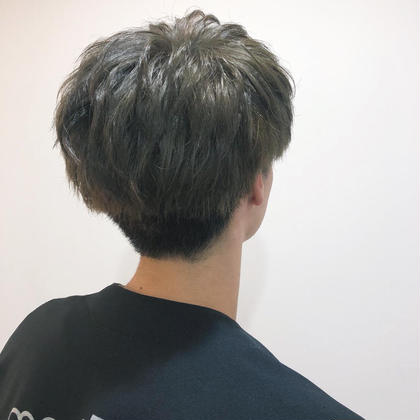 カラーで透明感を出しつつ 今時なマッシュにカットしました! カラーは状態によりダブルカラーか ワンカラーでお値段変わってきます。 坂本広大のメンズヘアスタイル・髪型
