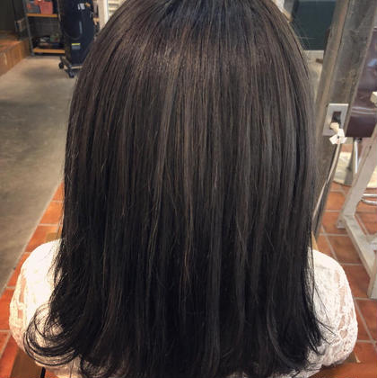 黒髪にしたくないけど真っ暗にしたい 黒髪アッシュグレージュ やまもとみずきのミディアムのヘアスタイル