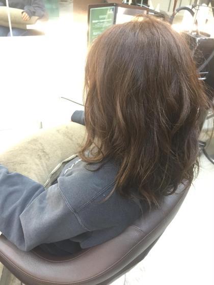 黒染めされてた髪にカラー! 暗めのグレージュカラーなので 甘すぎず、大人っぽい仕上がりに♪ KENJE湘南台WEST所属・秋山絵里香のスタイル