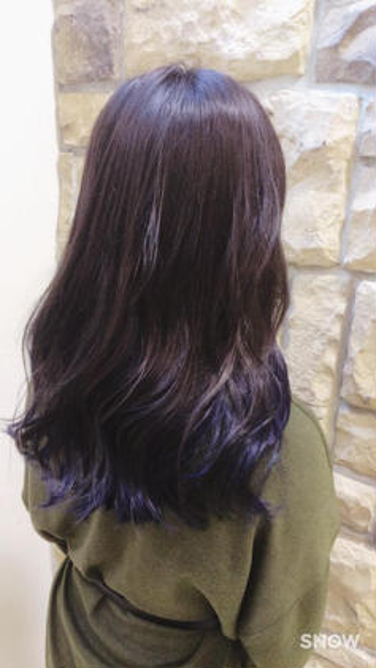 マニキュアを使ってインナーカラー! その名もあぜげレイニーブルーです☂☂`(´ω`u) カラーモデルとして施術させていただくので通常よりお安い料金でやらせていただきます! Hair&MakeZEST吉祥寺店所属・ZESTカラーリストあぜげのフォト