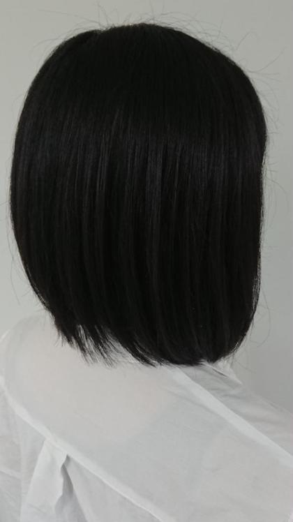 ワンレングスの前下がりのスタイルです もともと癖のある髪で量を減らしたい要望でした まとまりやすいように切ってます コアフェール田上所属・谷古宇潤のスタイル