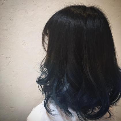 ブルージュ バレイヤージュ♡  全体は暗めアッシュ系ベース。 毛先はビビットなインディゴで!  セシルヘアー札幌所属・NAO のスタイル