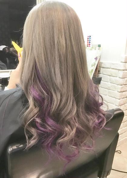 その他 カラー ヘアアレンジ ロング まだまだオススメ!インナーカラー☆ 派手すぎず、けどしっかりわかるよう明るめの紫をオン!  上半分は今人気のグレージュカラーで!! インナーの紫はマニパニで染めてます!