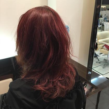 少し段をつけて動きの出るスタイルにしました!  赤みのあるカラーだったのでコテで巻いてゆるふわ大人モテヘアーに!! AUBE  hair  シュマン所属・久保ユウキのスタイル