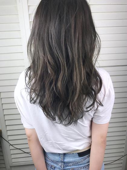 その他 カラー セミロング パーマ ヘアアレンジ Real salon work💈 【 khaki ash / long layer 】 . ロングヘアはレイヤー入れて軽さを✂️ #ノンブリーチ でも透明感 ✶ アッシュとかグレー系カラーはファッション選ばずハマる髪色になります☺︎ . ちょい茶髪くらいの明るさがあればブリーチしなくても透ける髪色出せます◎ . . #NAKAIstyle #ロングレイヤー#ブリーチなし#カーキアッシュ