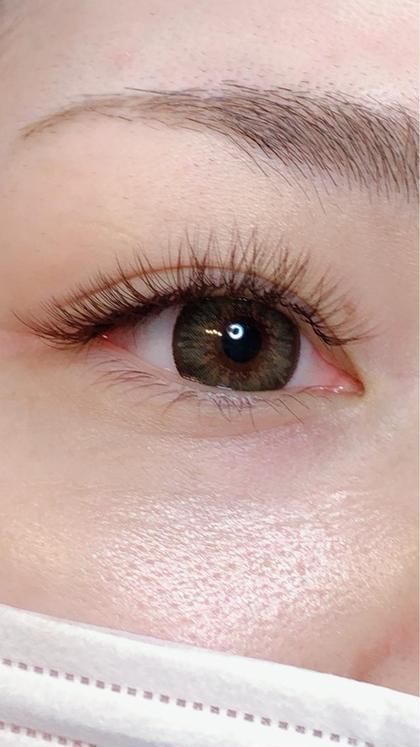 ブラウンオールカラーのボリュームラッシュです。  髪の色、瞳(カラコン)眉毛等に合わせ色を選ぶのもいいですが 室内、屋外でかなり見え方が違うのがカラーマツエクです。 お客様のライフスタイルに合わせ色を選ぶのもポイントになります。茶色でも4-5種類ほどあります  イメージ画像等あればお持ちください