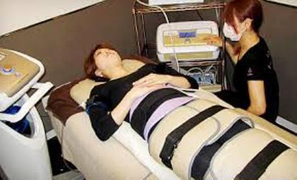 Dr.slim&骨盤矯正は、ダブルの骨盤矯正対応があります!電気で腹筋運動しながら、更に骨盤矯正圧迫ベルトをしていただきます。 手足にも電気の器具をお持ちいただきますので、冷え性にも効き、二の腕やふくらはぎあたりにも効果あり! 回数を重ね、慣れたらご自身で強弱のコントロールがリモコンで可能なので、ご自身のペースでどうぞ♪ らむトータルボディケア 鍼灸 骨格矯正所属・花木グリコのフォト