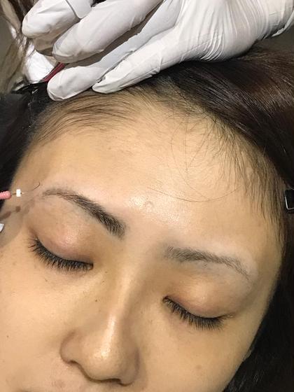 特殊ジェルで一本づつ描きながらボカしていきます。より自然でナチュラルな目元に Sleek brows west  Japan所属・⁂Chikako⁂のスタイル