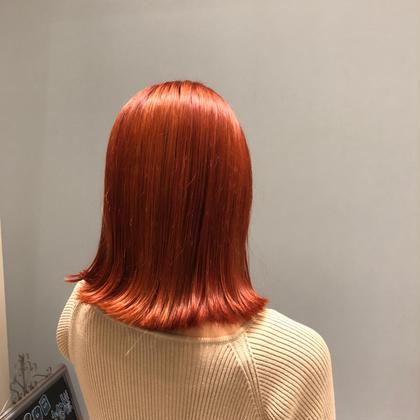 🦊 valencia color 🦊   今流行のオレンジ系のカラーです🍊   ブリーチ1回でイルミナカラーでオンカラーする事で 明るすぎず色味もしっかりツヤツヤに✨   イルミナカラーは普通のカラー剤よりダメージが 少なく色味もしっかり入り、仕上がりに艶が出るので オススメです🥰