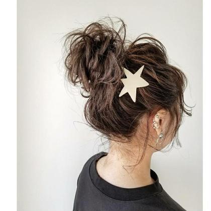 高めのおだんごヘア。 ゆるく崩すのが今っぽいですよね(^^) haircaresalon HOLGA所属・HOLGAタクミのスタイル