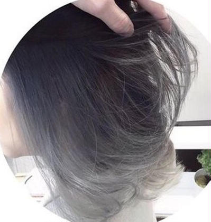 インナーブリーチ2回以上+表面にハイライト→ブルーシルバーをオン。 長谷川裕起のヘアスタイル・ヘアカタログ