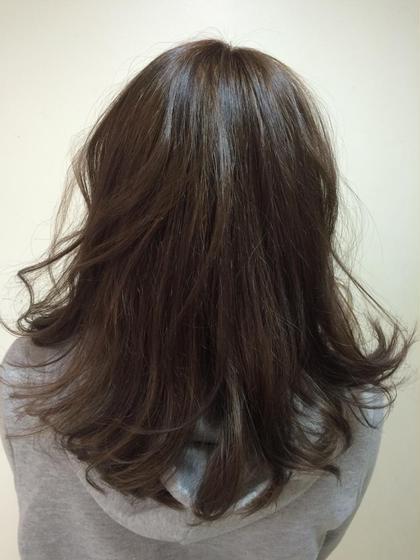 パールグレージュカラー HAIR&MAKE ZEST所属・出原和弥のスタイル