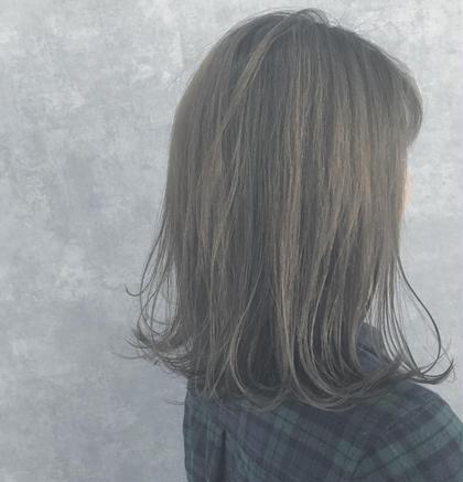 グレーアッシュ 山本瑞希のミディアムのヘアスタイル