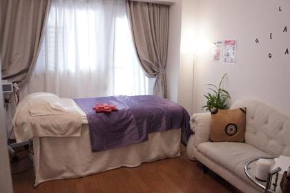 ホテルをイメージした、白を基調とした清潔感あるお部屋でリラックスした時間をお過ごし頂けます✨ ヒーリングオアシス所属・宮崎仁美のフォト
