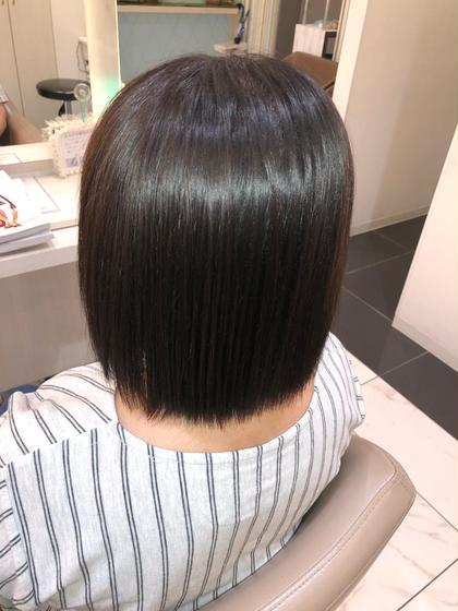 オーソドックスな縮毛矯正になります。  クセを伸ばし広がりを抑えてストレートヘアーにします。