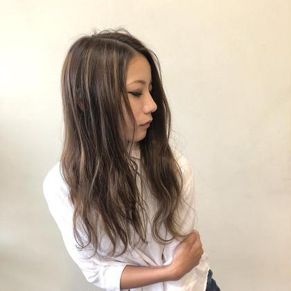 (ハイライトでお洒落に可愛く🎶)ハイライト+カット+コテ巻き☆