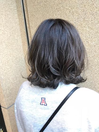 ベースを綺麗な金髪にしてから人気のダークグレーで色持ちもバッチリ★  白っぽく色落ちしてきます(.*◡͐︎*)b